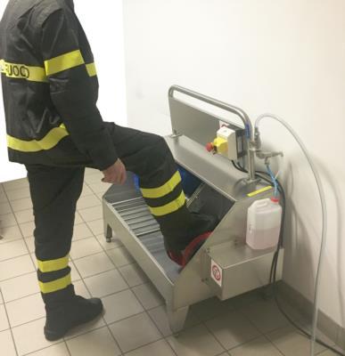 lavastivali elettrico per pulizia suole e gambale degli stivali